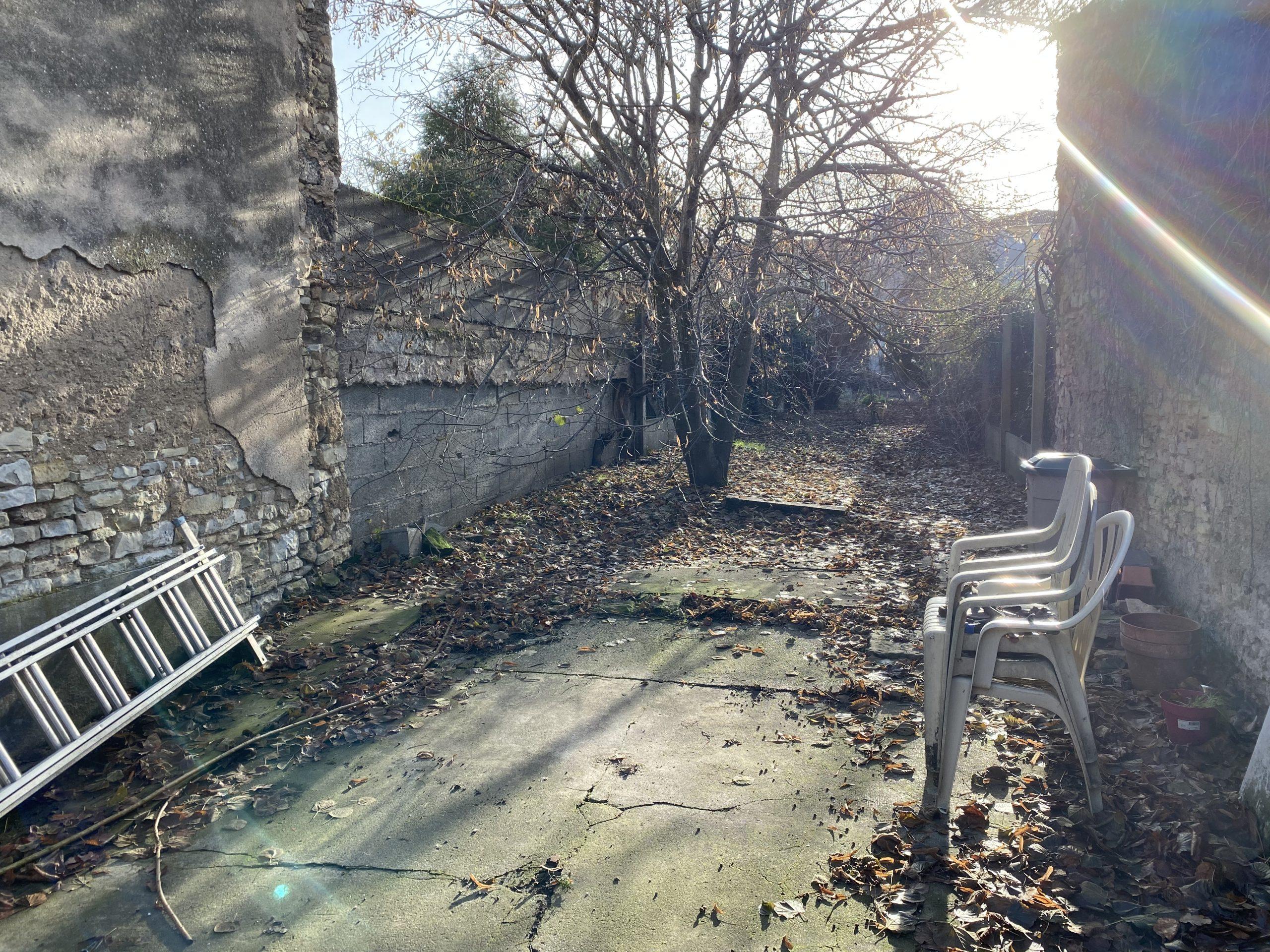 DOMBASLE SUR MEURTHE : Maison à rénover + local commercial sur 464 m2 de terrain