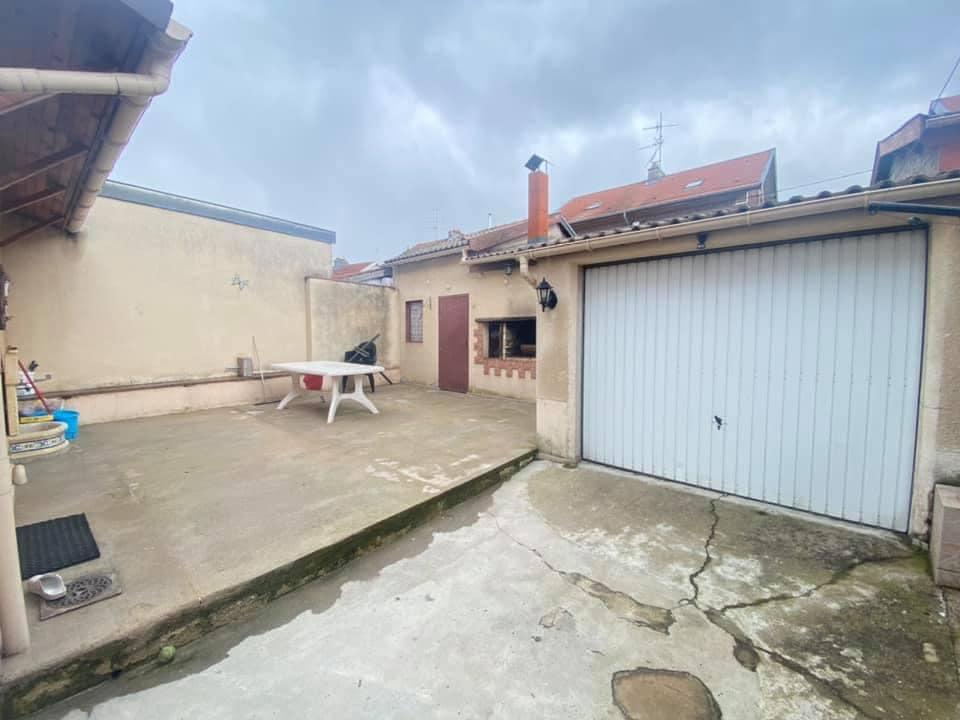 DOMBASLE SUR MEURTHE : Lumineuse maison de cité avec terrasse et garage