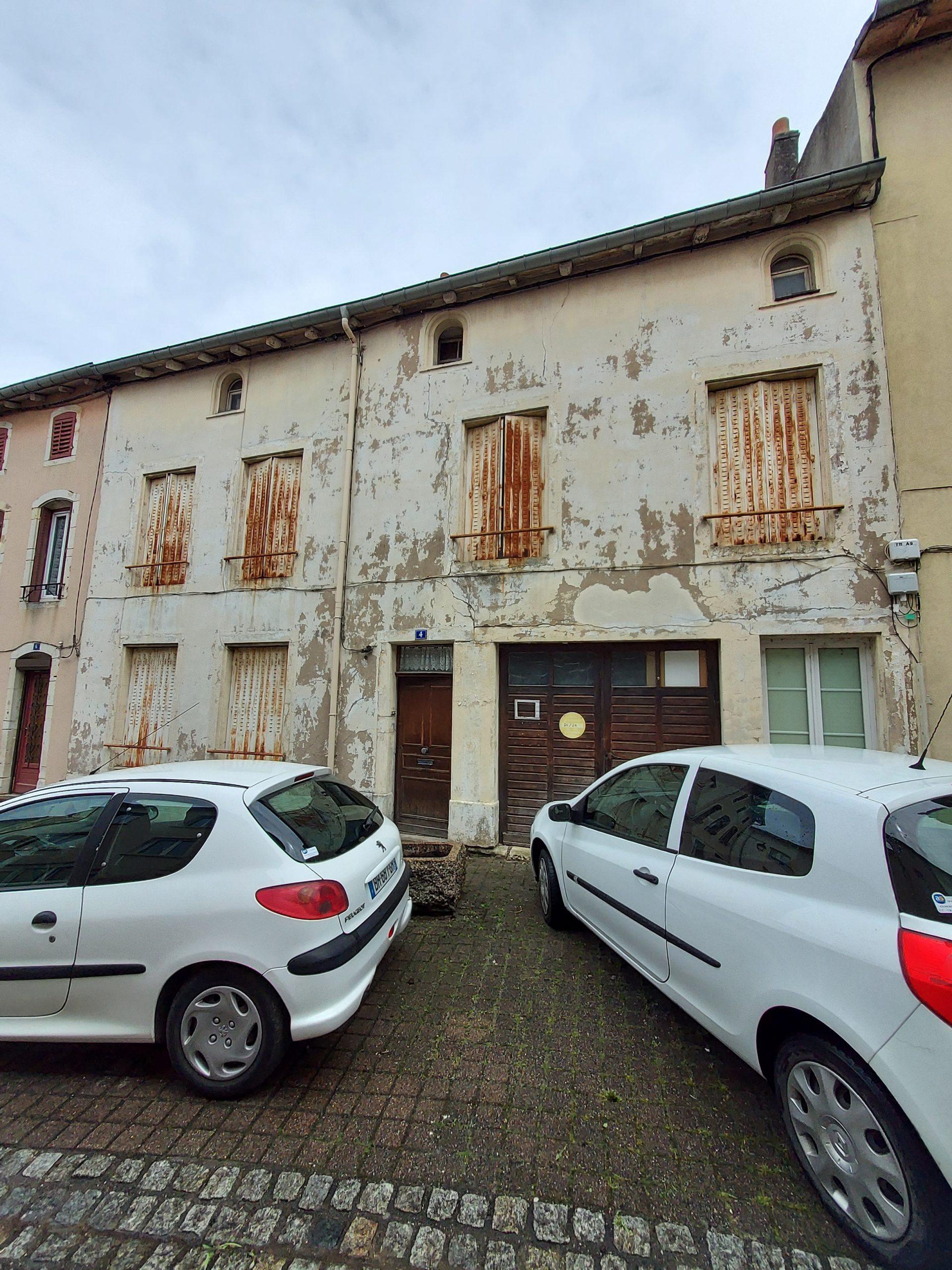 SAINT NICOLAS DE PORT : IMMEUBLE DE 360 M² + COUR + GARAGES